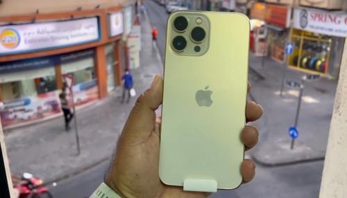 Trên tay iPhone 13 Pro Max màu vàng bắt mắt, ấn tượng ngay từ cái nhìn đầu tiên