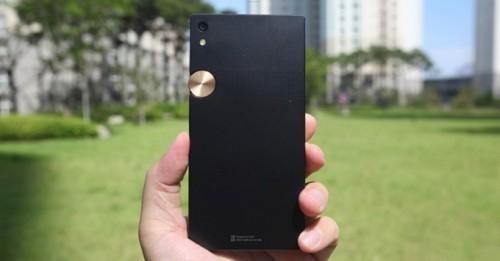 Smartphone Hàn Quốc độc lạ: Sky IM-100 quay trở lại với giá