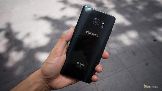qua-20-10-chon-smartphone-co-khuyen-mai-lon-tang-den-hon-3-trieu-558