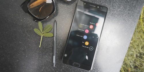 Quà 20/10 - Smartphone Samsung khuyến mãi lớn tặng đến hơn 3 triệu