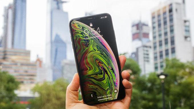 iphone-xs-max-co-man-hinh-cuc-khung-xtmobile