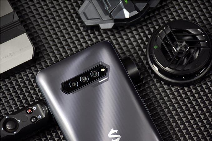 Điện thoại được trang bị 3 camera với cảm biến chính 48MP