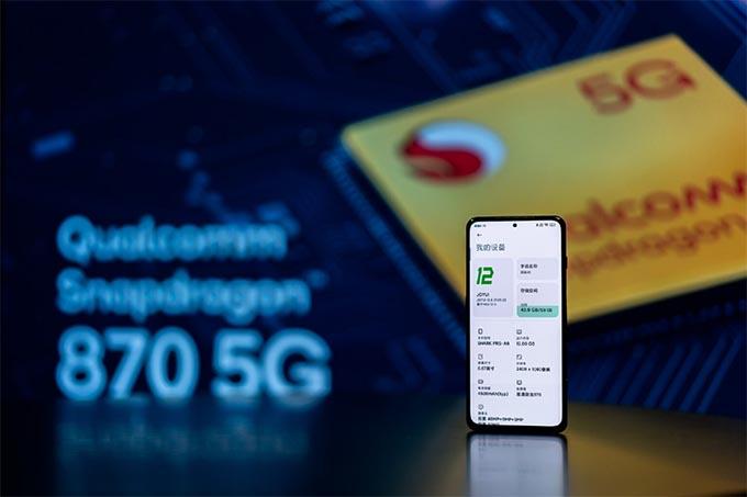 Cấu hình mạnh mẽ với chip xử lý Snapdragon 870