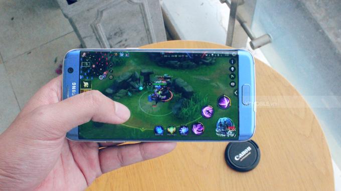 Chiến game thoải mái trên Galaxy S7 Edge Mỹ cũ