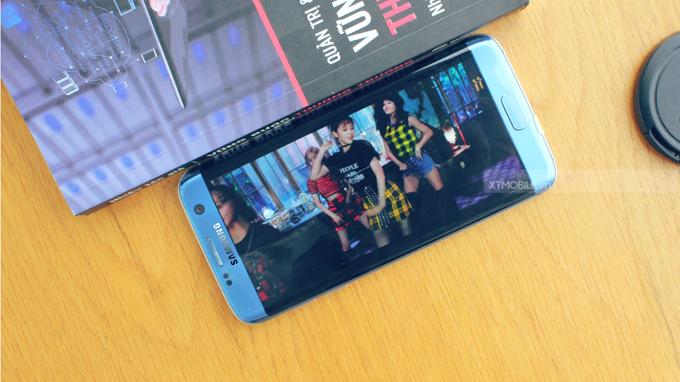 Thời lượng sử dụng pin liên tục lên đến 14h trên Galaxy S7 Edge Mỹ