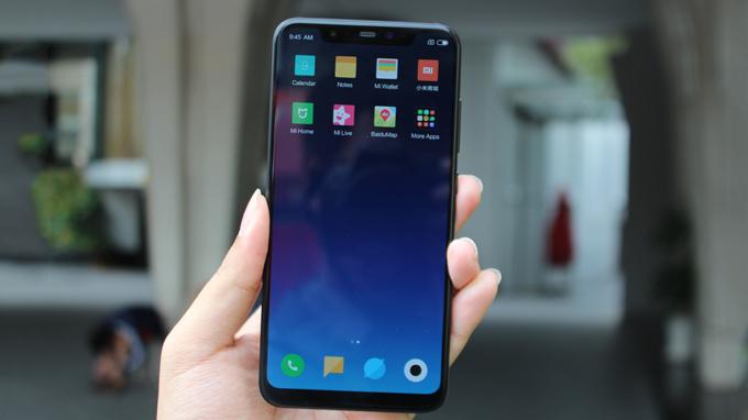 Thoạt nhìn Xiaomi Mi 8 (6GB/ 128GB) người dùng thường lầm tưởng iPhone X
