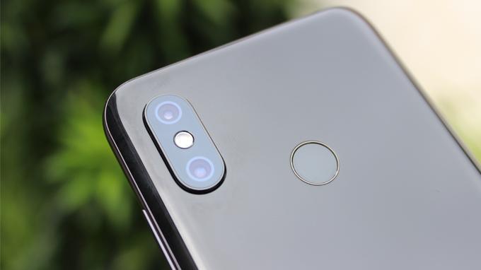 Camera trên Xiaomi Mi 8 128GB cũng được trang bị nhiều tính năng hiện đại