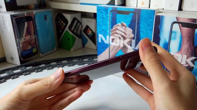 Cạnh viền Nokia X7 được làm tinh tế hơn