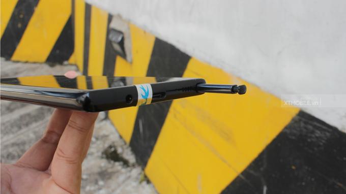 Cạnh dưới Galaxy Note 8 cũ bản Mỹ nổi bật với bút S - Pen