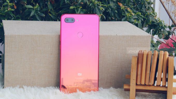 Xiaomi Mi 8 Lite (6GB/64GB)sở hữu thiết kế sang trọng, tinh tế
