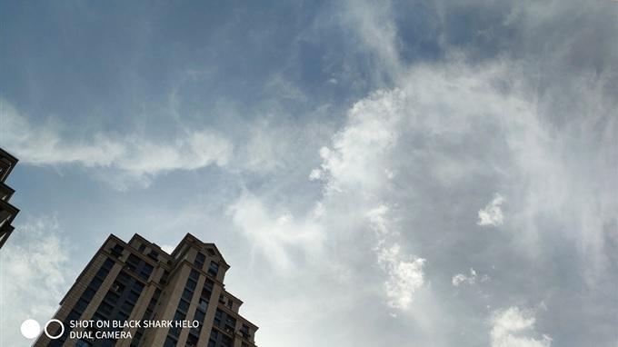 Bức ảnh bầu trời tái tạo đến từng cọng mây