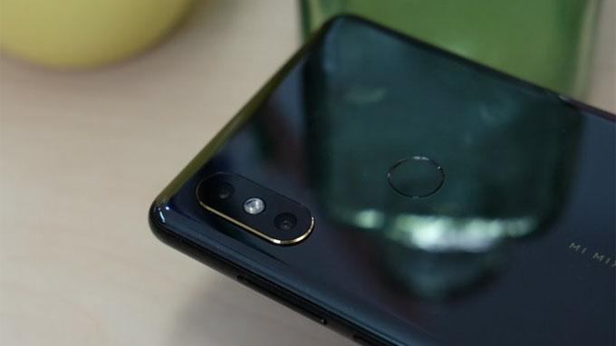 Mi Mix 2s (6GB/ 64GB) sở hữu cụm camera kép ở mặt lưng