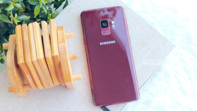 Galaxy S9 màu đỏ New Nobox là điện thoại mới 100% nhưng không có hộp do bị thất lạc
