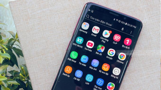 Viền màn hình trên Galaxy S9 đỏ được cải thiện mỏng hơn, bo cong một cách hoàn hảo
