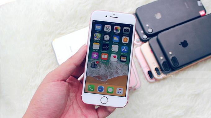 Màn hình iPhone 8 Plus 64GB cũ hiển thị tốt dưới ánh sáng mặt trời