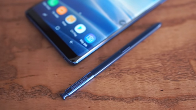 Bút S-Pen trên Samsung Galaxy Note 8 chính hãng được nâng cấp mạnh mẽ hơn so với những phiên bản trước