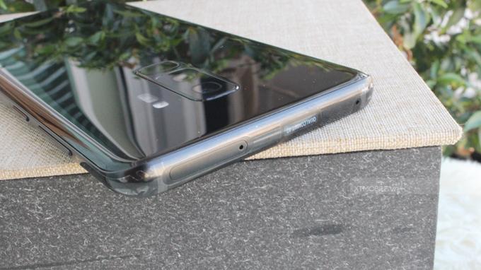 Cạnh viền trên Galaxy S9 Plus 64GB cũ xách tay Mỹ được làm bằng chất liệu kim loại nhám