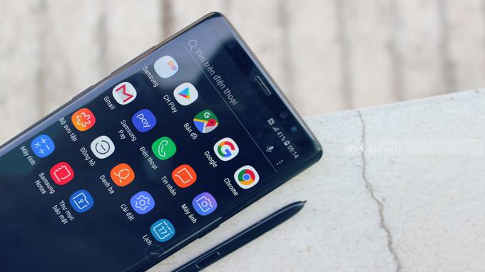 Màn hình Galaxy Note 8 Hàn Quốc được bo cong sang 2 bên giúp tăng diện tích hiển thị