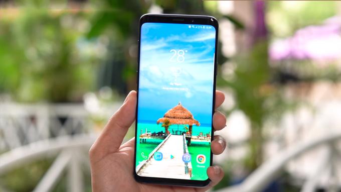 Galaxy S9 Plus được trang bị màn hình Super AMOLED 6.2 inch, cho diện tích hiển thị lớn