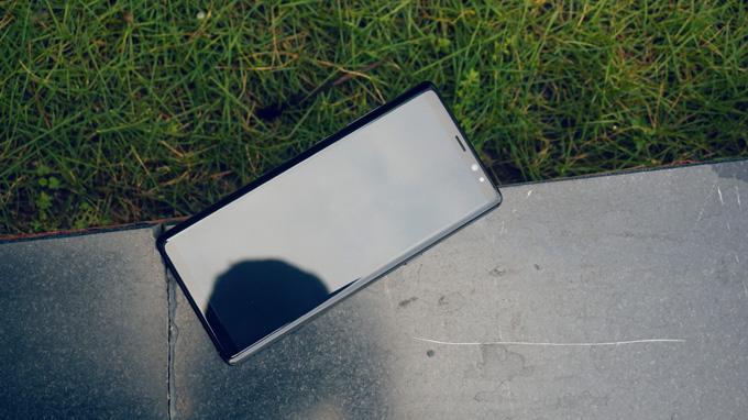 Thiết kế Galaxy Note 8 64GB New Nobox Hàn Quốc có phần nam tính và mạnh mẽ