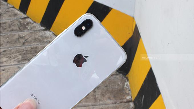Camera chính của iPhone X 64GB được bổ sung tính năng Portrait Linghtning