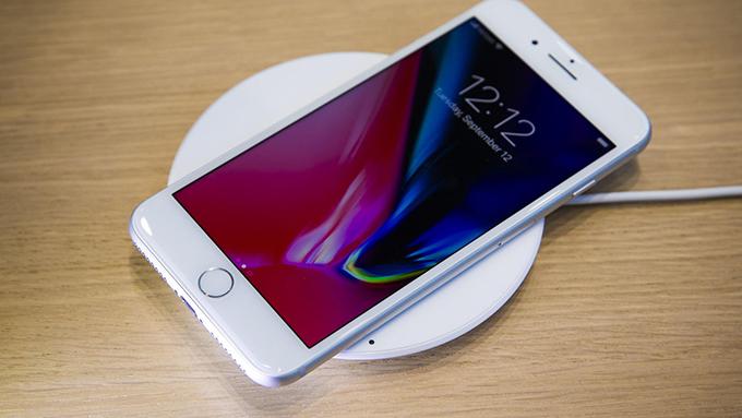 iPhone 8 64GB cũ đã được bổ sung công nghệ sạc không dây tiên tiến