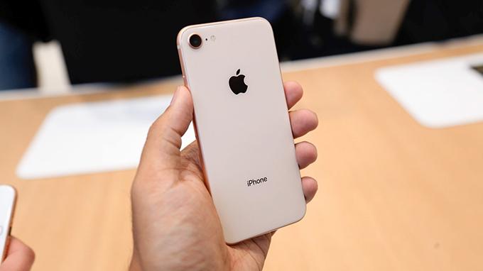 Ra mắt từ năm 2017 nhưng fan của iPhone 8 vẫn không thiếu
