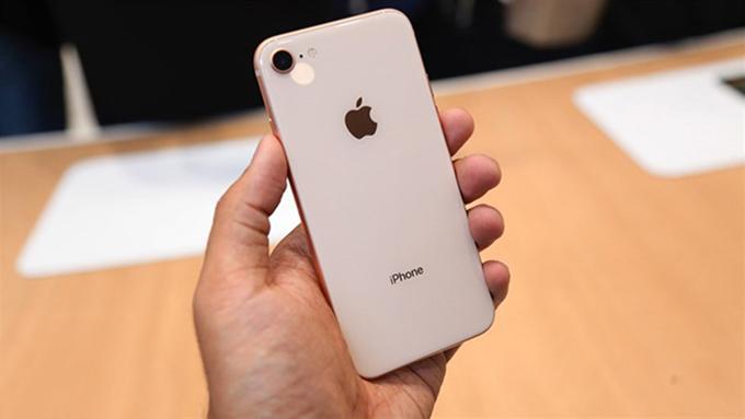 Dải ăng-ten ở phần lưng đã bị loại bỏ trên iPhone 8 64GB cũ