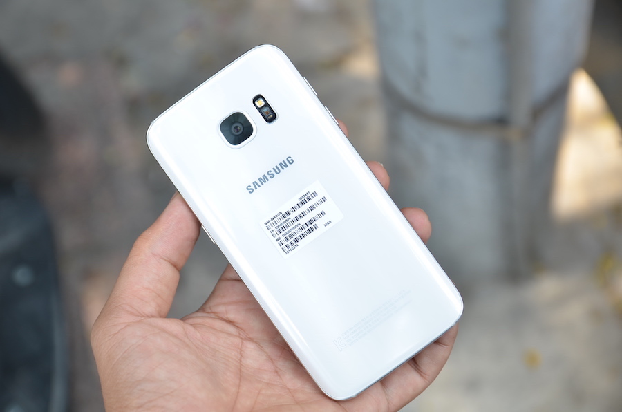 Mặt lưng cao cấp của Galaxy S7