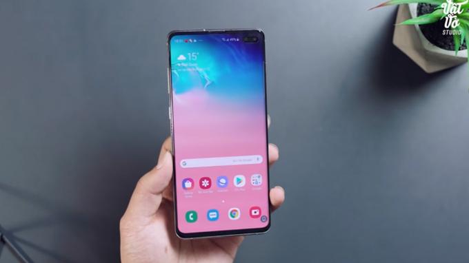Thiết kế màn hình nốt ruồi độc đáo trên Galaxy S10 Plus
