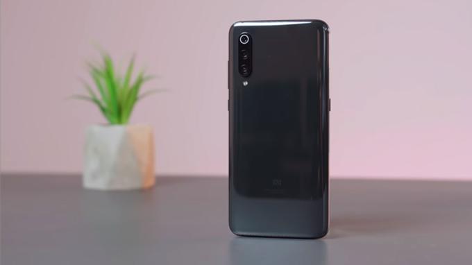 Xiaomi Mi 9 8GB/128GB điều được sở hữu chất liệu thiết kế sang trọng