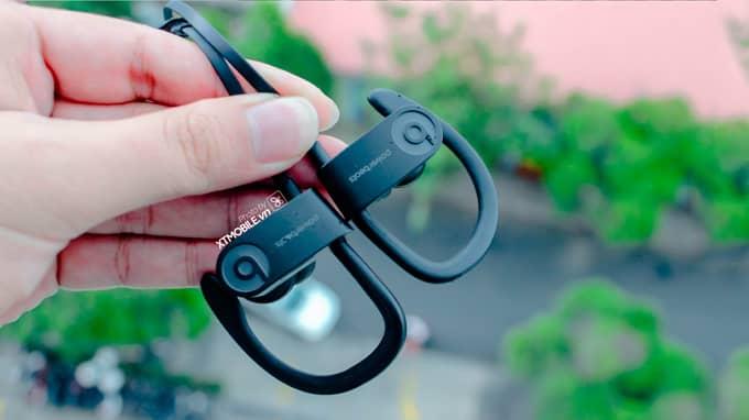 Tai nghe PowerBeats 3 Wireless có thiết kế in-ear, mang phong cách sporty mạnh mẽ, năng động