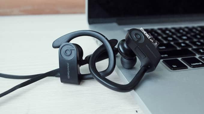 Thiết kế móc tai nghe PowerBeats 3 Wireless bằng kim loại dẻo cao cấp