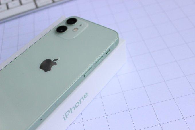 Thiết kế nhỏ gọn và màn hình ấn tượng là tâm điểm của bản mini