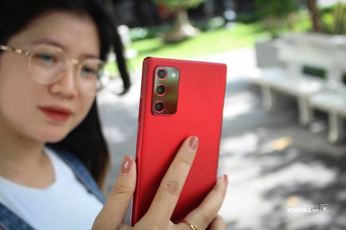 Cụm camera ấn tượng ở camera trước và camera selfie