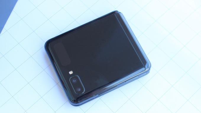 Camera Galaxy Z Flip cũng là một trong những nâng cấp không thể bỏ qua
