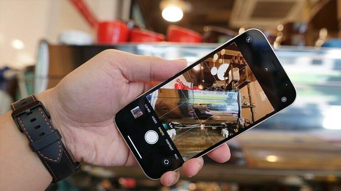 Cụm camera iPhone 12 64GB VN/A vẫn được trang bị camera kép