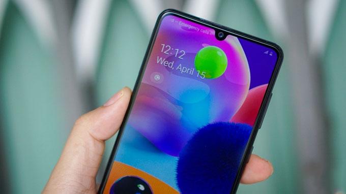 Nhờ vào tấm nền AMOLED mà trong phân khúc giá khó có mẫu smartphone nào có thể qua mặt được Galaxy A31