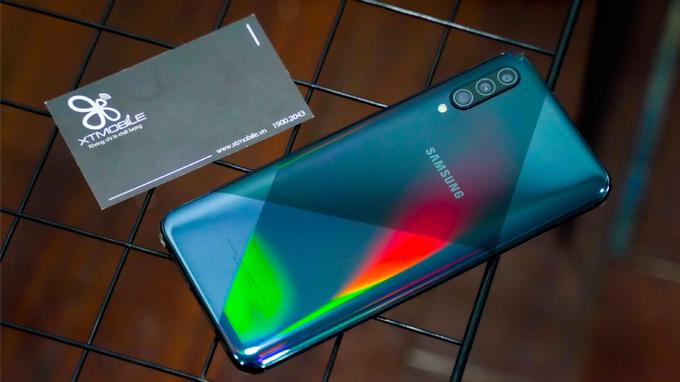 Galaxy A50s đã được hoàn thiện hơn về thiết kễ lẫn hiệu năng