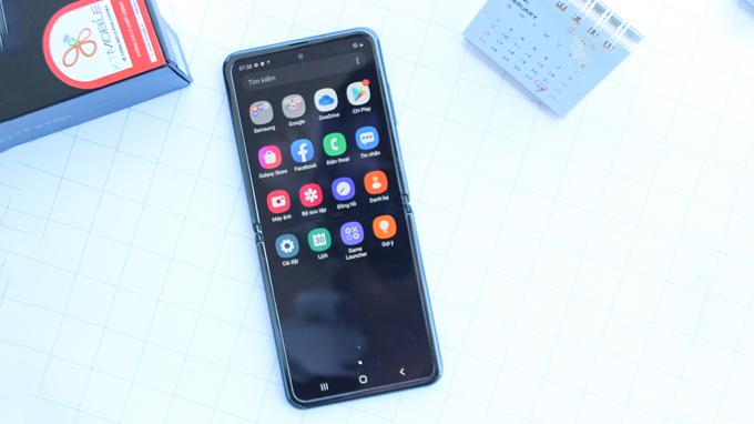 Galaxy Z Flip sẽ là smartphone gập vỏ sò thứ 2 trên thị trường