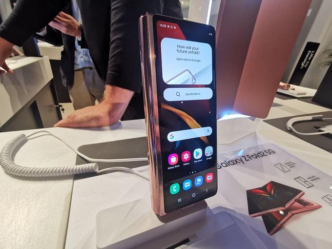Galaxy Z Fold 2 được tích hộ viên pin có dung lượng 4380 mAh