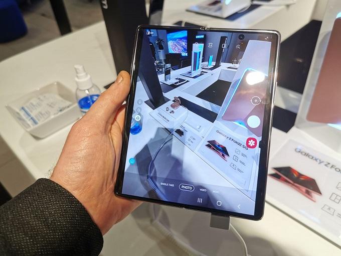 Galaxy Z Fold 2 cũng được trang bị hệ thống camera hàng đầu
