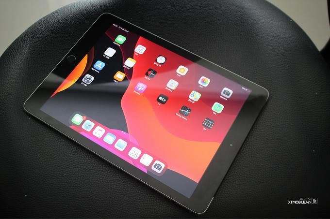 Màn hình LCD với góc nhìn rộng, hợp lý trê một thiết bị cỡ lớn