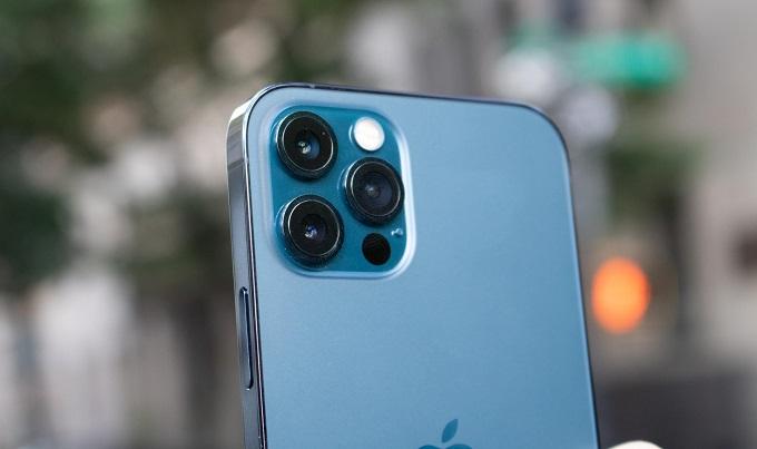 Camera iPhone 12 Pro 128GB vẫn sẽ là cụm camera hình vuông với 4 ống kính cùng độ phân giải 12MP