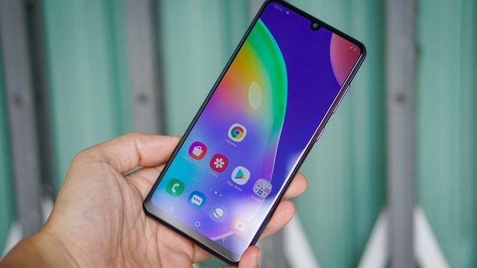 Thiết kế tầm trung độc đáo của Samsung