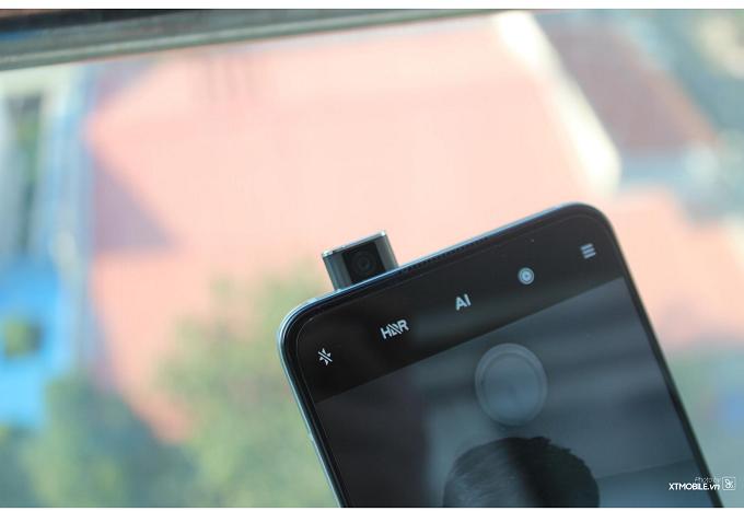 Redmi K30 Ultra được trang bị module camera hình tròn khá độc đáo