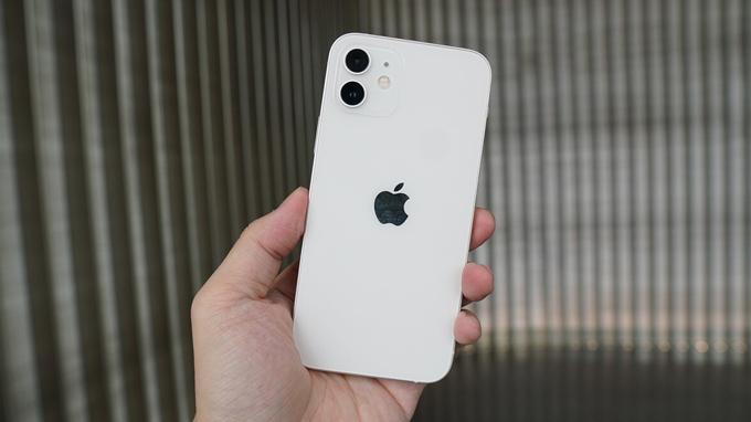 Thiết kế iPhone 12 64GB VN/A khiến chúng ta nhớ ngay đến các model iPhone 5