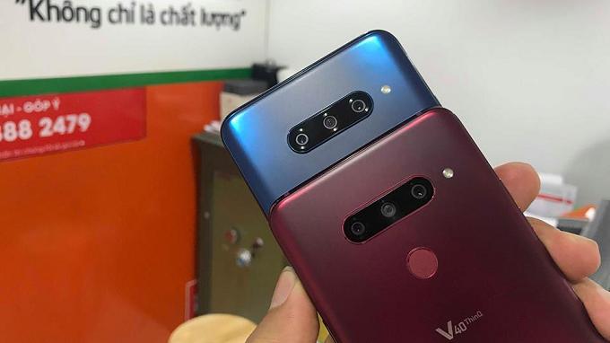 LG V40 ThinQ màu xanh và đỏ