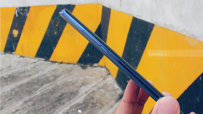 Cạnh viền 2 bên cũng khá mỏng và dài, mang đến sự mới laạ trên Galaxy Note 8 64GB Hàn Quốc