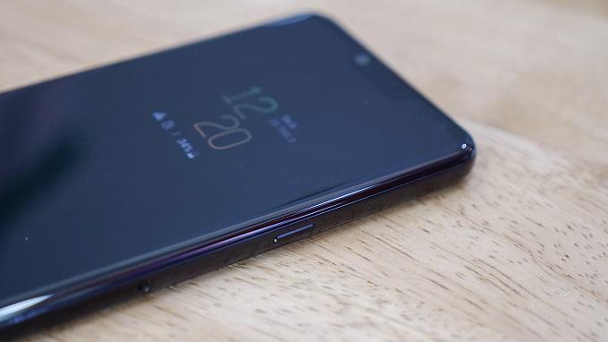 Thiết kế LG G8 ThinQ Hàn ở cạnh phải